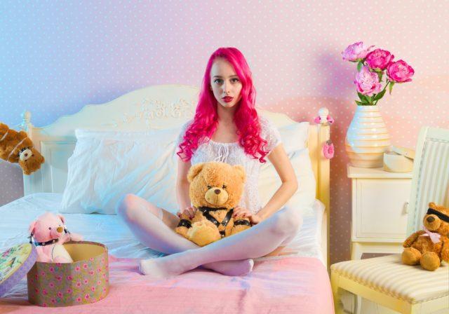 девушка на кровати pixabay.com