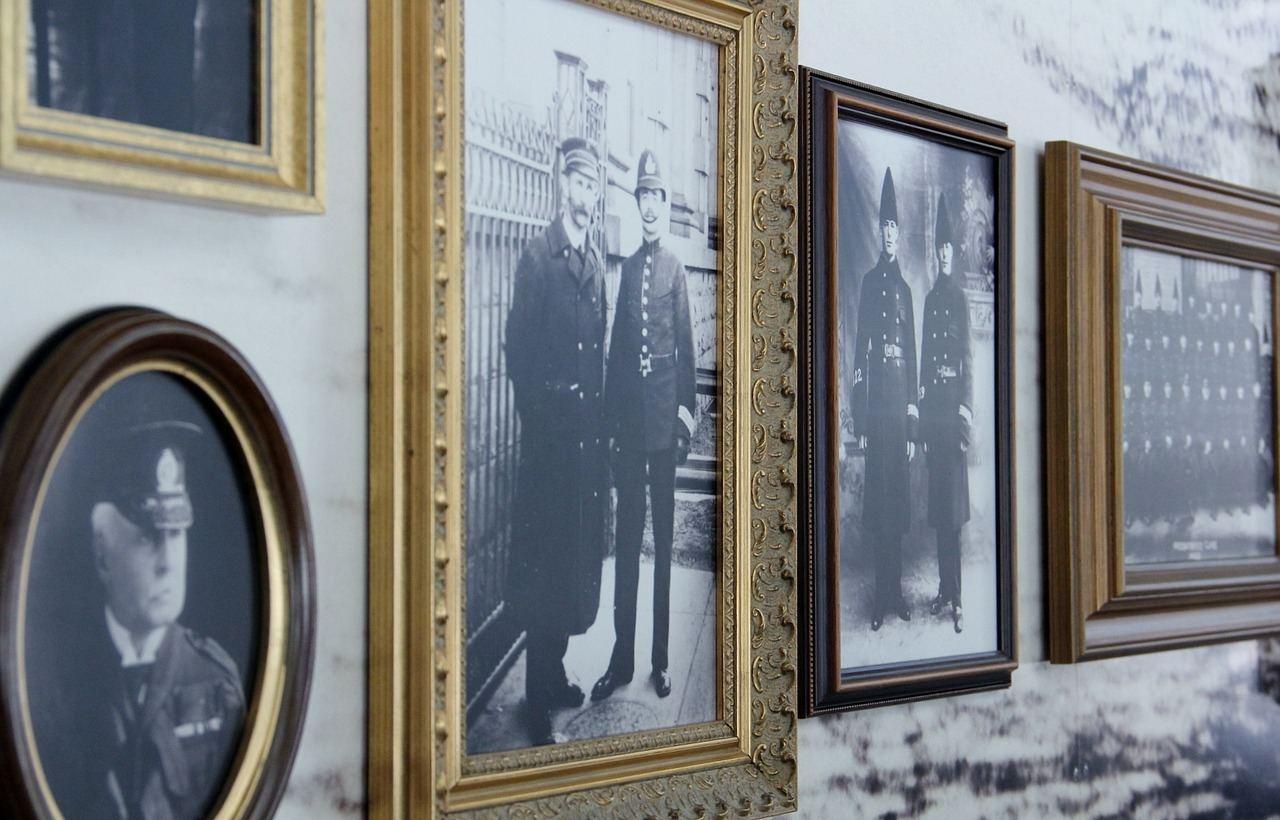 фотография на стене